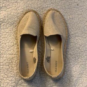 Old Navy shimmer beige classic shoe